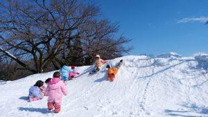 雪の滑り台♪楽しい!!